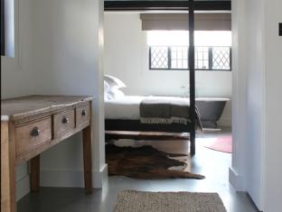 courtyard_room2